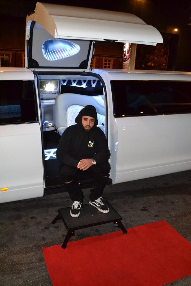 limo-in-perth-with-dj